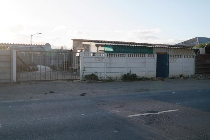 1 Bedroom House for Sale For Sale in Strandfontein - Private Sale - MR120261