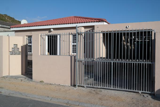 3 Bedroom House for Sale For Sale in Mitchells Plain - Private Sale - MR120351