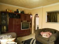 Lounges - 14 square meters of property in Lenasia
