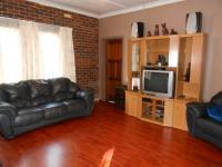 Lounges - 26 square meters of property in Vereeniging
