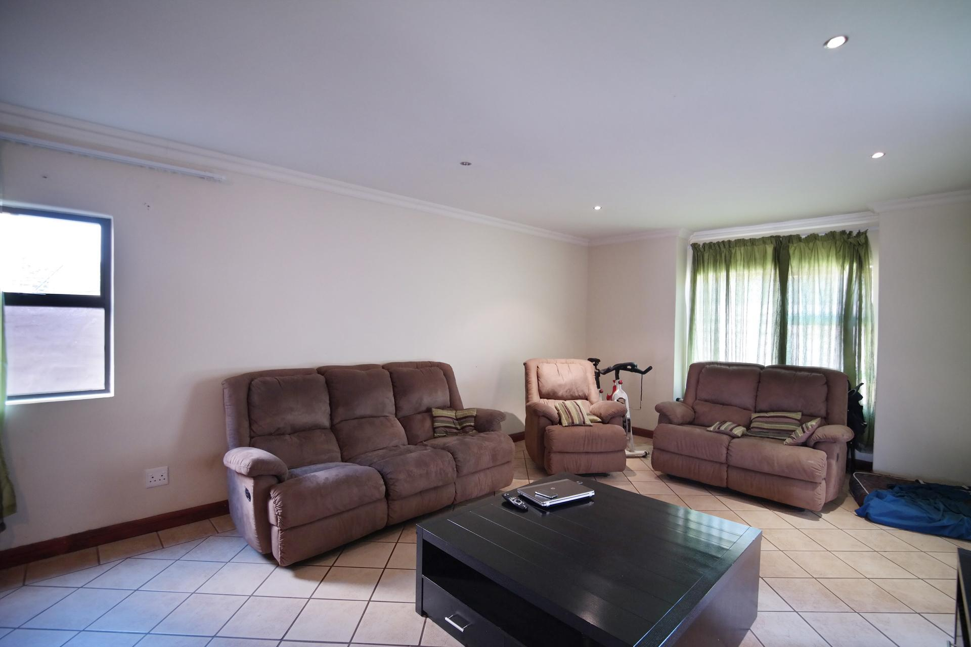 Lounges - 23 square meters of property in Silverwoods Country Estate
