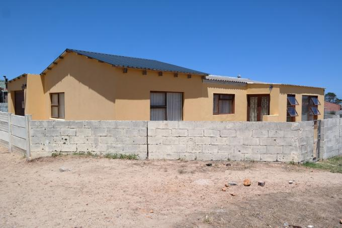 4 Bedroom House for Sale For Sale in Kleinmond - Home Sell - MR120578