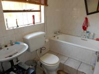 Bathroom 3+ - 5 square meters of property in Glen Donald A.H