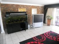 Lounges - 32 square meters of property in Queensburgh