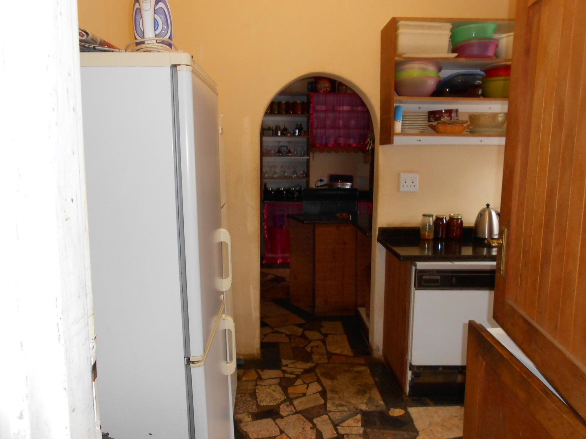 Kitchen - 23 square meters of property in Kameeldrift