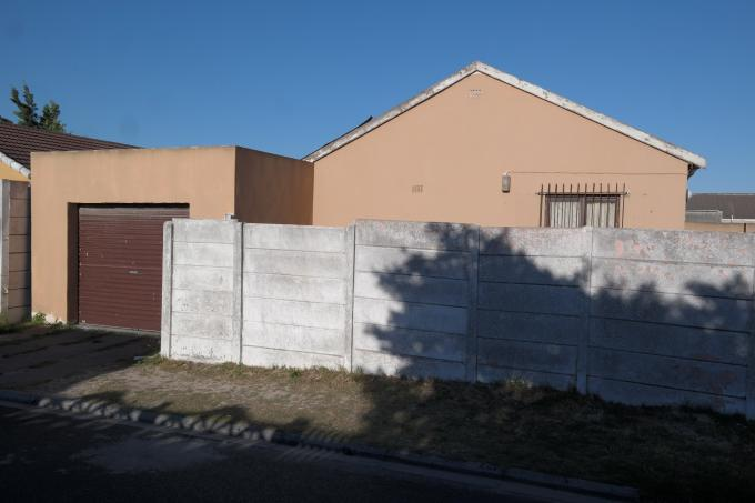 3 Bedroom House for Sale For Sale in Mitchells Plain - Private Sale - MR120773