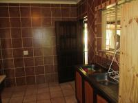 Kitchen - 15 square meters of property in The Orchards