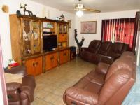 Lounges - 21 square meters of property in Florauna