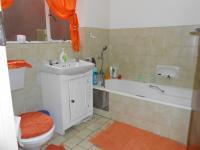 Main Bathroom - 5 square meters of property in Florauna