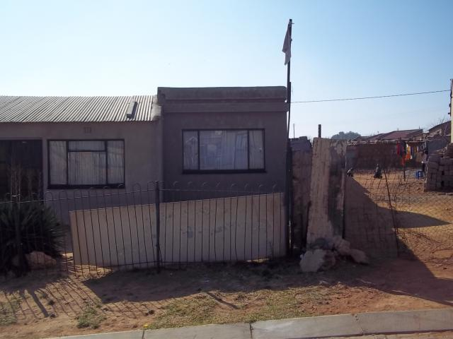 2 Bedroom House for Sale For Sale in Ratanda-JHB - Home Sell - MR120826