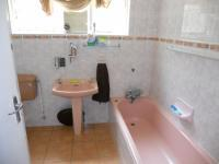 Main Bathroom - 5 square meters of property in Uvongo