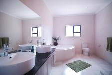 Main Bathroom - 14 square meters of property in Willow Acres Estate