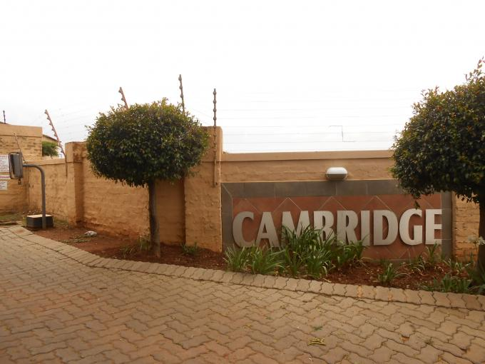 2 Bedroom Apartment For Sale in Roodepoort - Home Sell - MR121129