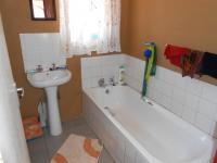 Main Bathroom - 5 square meters of property in Ebony Park