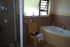 Bathroom 1 - 10 square meters of property in Grabouw