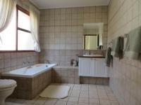 Main Bathroom - 9 square meters of property in Pecanwood Estate