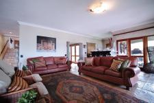 Lounges - 85 square meters of property in Woodhill Golf Estate