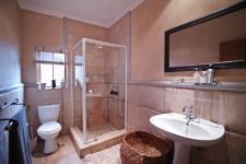 Bathroom 3+ - 6 square meters of property in Woodhill Golf Estate