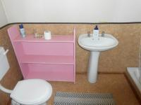 Main Bathroom - 7 square meters of property in Zwavelpoort