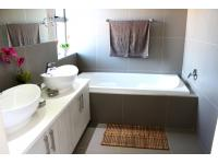 Bathroom 1 - 5 square meters of property in Heather Park