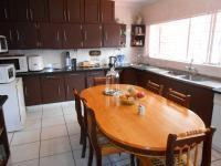 Kitchen - 31 square meters of property in Sinoville