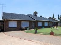 5 Bedroom 2 Bathroom in Brakpan