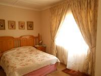 Main Bedroom - 14 square meters of property in Krugersdorp
