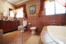 Main Bathroom - 14 square meters of property in Woodlands Lifestyle Estate