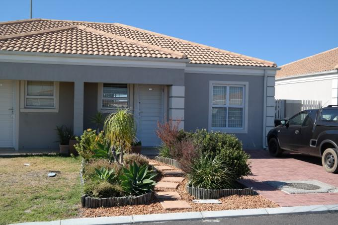 2 Bedroom Simplex for Sale For Sale in Melkbosstrand - Private Sale - MR121544