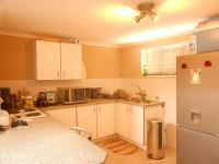 Kitchen - 8 square meters of property in Helderkruin