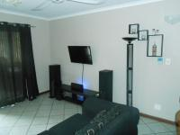 Lounges - 16 square meters of property in Centurion Central (Verwoerdburg Stad)