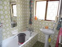 Main Bathroom - 4 square meters of property in Reservior Hills
