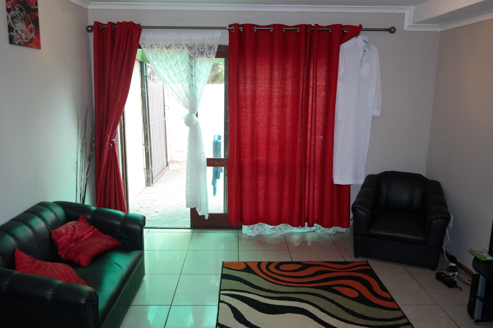 Lounges - 15 square meters of property in Kensington - CPT