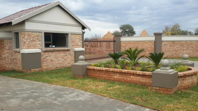 2 Bedroom Sectional Title For Sale in Meyerton - Private Sale - MR121924