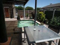 Patio - 18 square meters of property in Flamingo Vlei