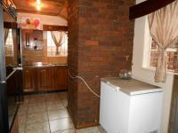 Kitchen - 26 square meters of property in Sunward park