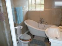 Bathroom 1 - 5 square meters of property in Constantia Glen