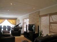 Lounges - 16 square meters of property in Little Falls