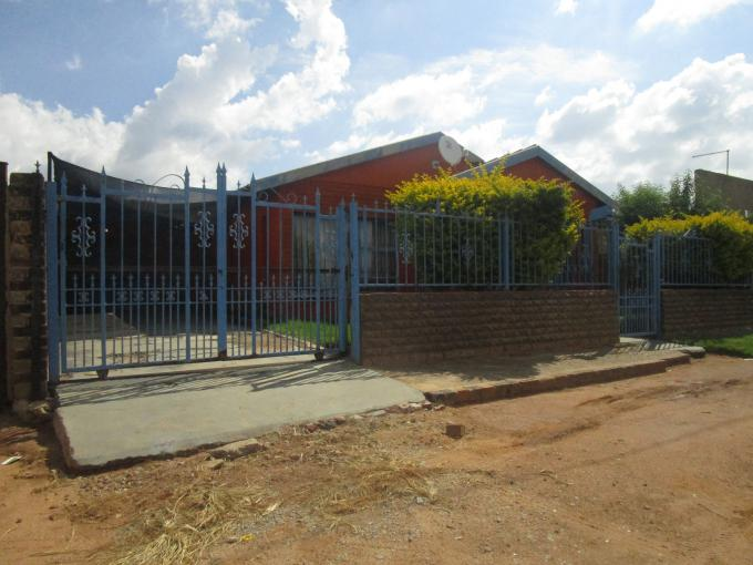 Standard Bank Insolvent 3 Bedroom House for Sale in Daveyton - MR122256