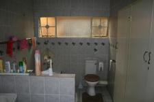 Main Bathroom - 13 square meters of property in Emalahleni (Witbank)