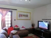 Lounges - 12 square meters of property in Ferndale - JHB
