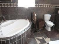 Main Bathroom - 9 square meters of property in Ninapark