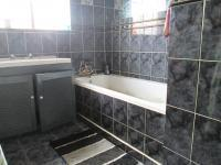 Main Bathroom - 7 square meters of property in Strubenvale