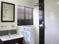 Main Bathroom - 6 square meters of property in Glenmarais (Glen Marais)