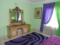 Bed Room 1 of property in Pretoria Gardens