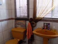 Bathroom 1 of property in Pretoria Gardens
