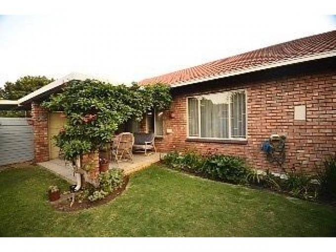 3 Bedroom Simplex For Sale in Centurion Central (Verwoerdburg Stad) - Private Sale - MR122642