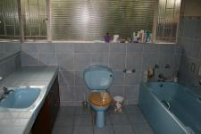 Main Bathroom - 17 square meters