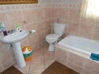 Main Bathroom - 7 square meters of property in Ravenswood