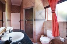Bathroom 1 - 10 square meters of property in Woodhill Golf Estate